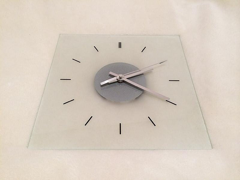 【受けの断捨離】IKEA ガラス壁時計