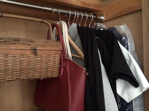 断捨離候補の衣類や鞄